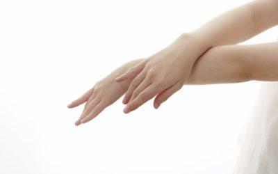 美しい指先に見せる