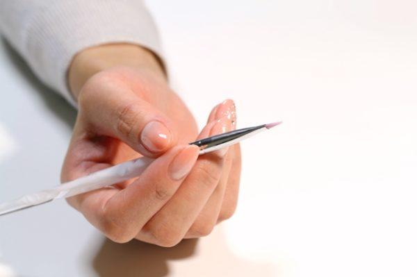 ネイルの筆の手入れ